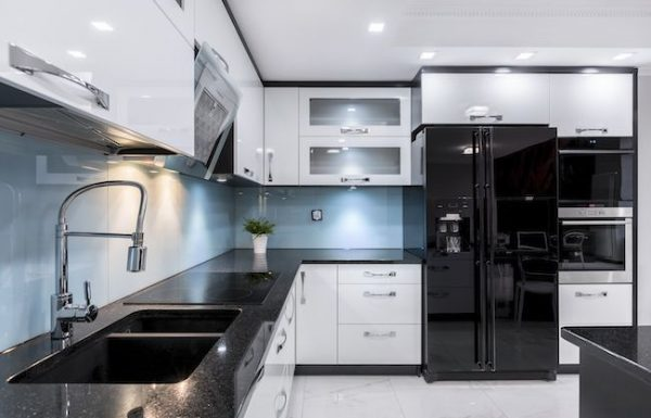 יתרונות וחסרונות של חיפוי זכוכית למטבחים