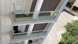מעקות זכוכית ואלומיניום לבניין